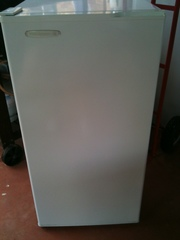 Kelvinator Upright Freezer 140L
